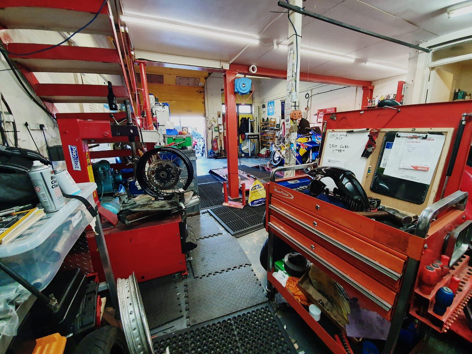 motorbike workshop tyre machine
